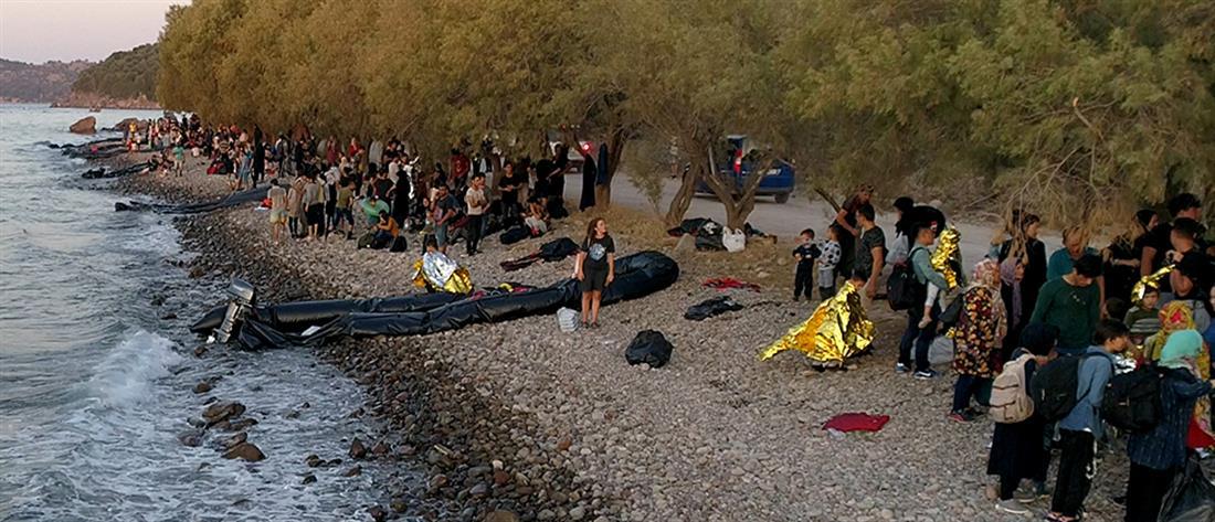 Μαζική απόβαση προσφύγων στην Λέσβο (εικόνες)
