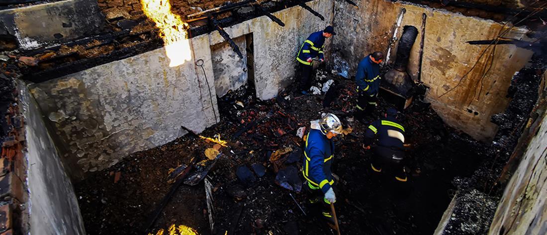 Τραγωδία: Τους καταπλάκωσε η στέγη στο φλεγόμενο σπίτι τους (εικόνες)