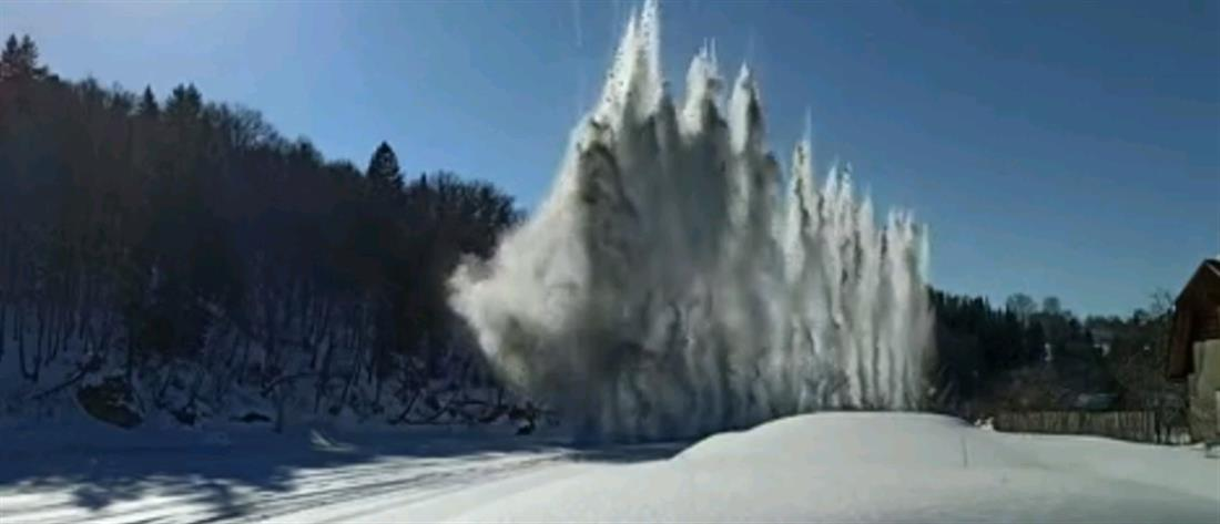 """""""Πολεμούν"""" τις πλημμύρες με εκρήξεις σε πάγο (βίντεο)"""