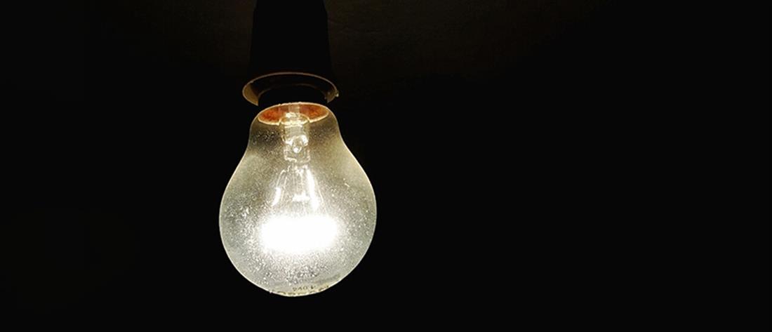 Φωτιά στη Βαρυμπόμπη: Διακοπές ρεύματος σε αρκετές περιοχές