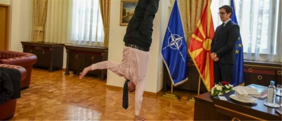 Ο πρέσβης του Ισραήλ κάνει κατακόρυφο μπροστά στον Πενταρόφσκι (εικόνες)