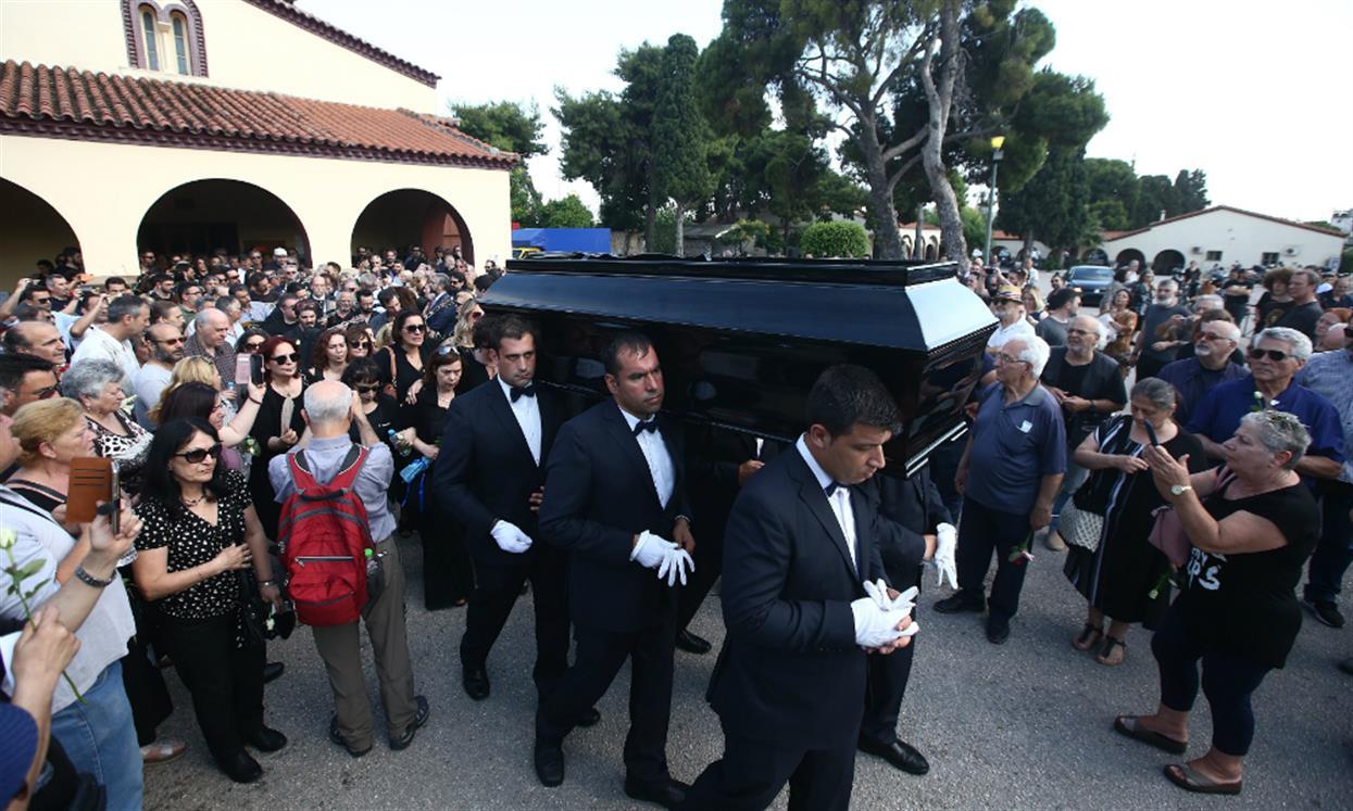 Στέλιος Βαμβακάρης: με μπουζούκια οδηγήθηκε στην τελευταία του κατοικία