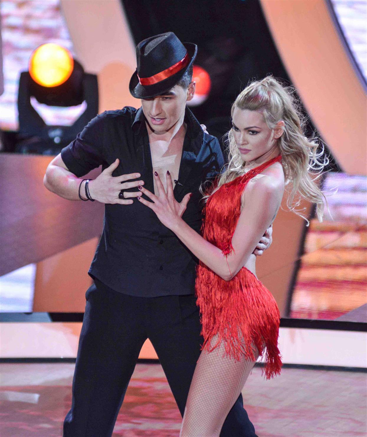 Βίκυ Κάβουρα - DANCING WITH THE STARS - LIVE 1
