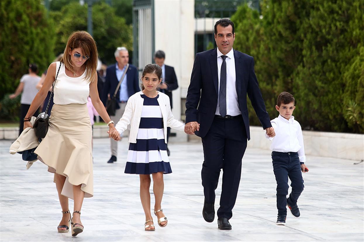 Ορκωμοσία - Βουλή - Βουλευτές - συγγενείς