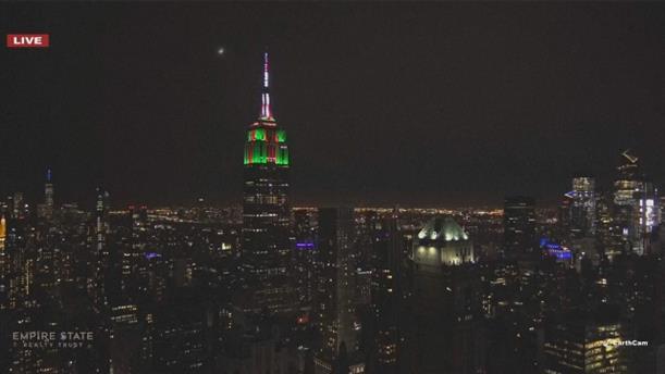 Φωτίστηκε το Empire State Building για το ετήσιο Holiday Light Show