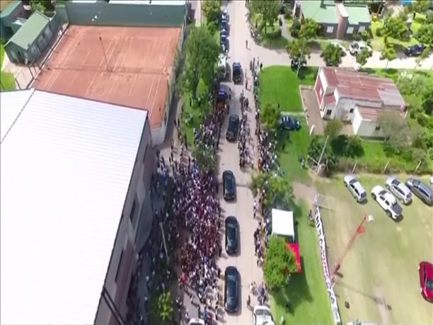 Πλήθος κόσμου στην κηδεία του Εμιλιάνο Σάλα
