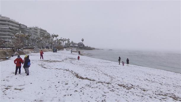 Χιονοπόλεμος στην παραλία