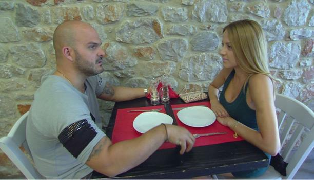 Αμέσως μετά τον χωρισμό του με την Μικαέλα, ο Γιάννης ζητά από την Άννυ να είναι μαζί