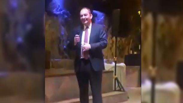 Ο Πλακιωτάκης τραγούδησε λαϊκά σε κοπή πίτας της ΝΔ Λασιθίου