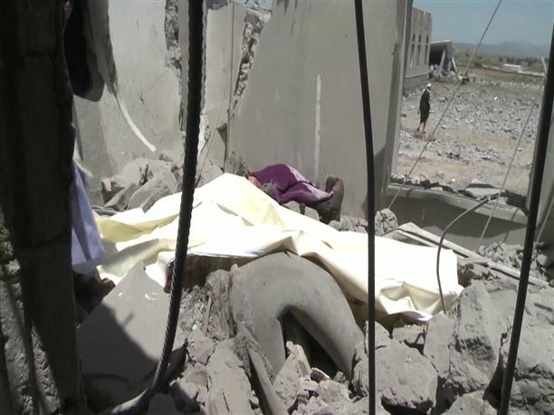 Δεκάδες νεκροί σε αεροπορική επιδρομή στην Υεμένη