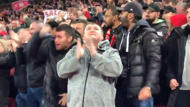Τυφλός οπαδός της Λίβερπουλ πανηγύρισε για το γκολ του Σαλάχ