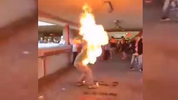 Πυρπόλησαν διαδηλωτή στο Χανγκ Κονγκ