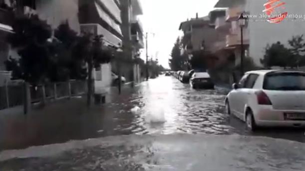 Πλημμυρισμένοι δρόμοι στην Αλεξάνδρεια Ημαθίας