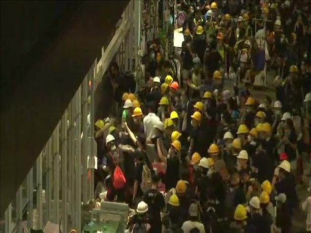 Επεισόδια έξω από το Κοινοβούλιο του Χονγκ Κονγκ