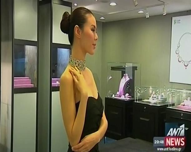 Σε δημοπρασία κοσμήματα της Ατζελίνα Τζολί