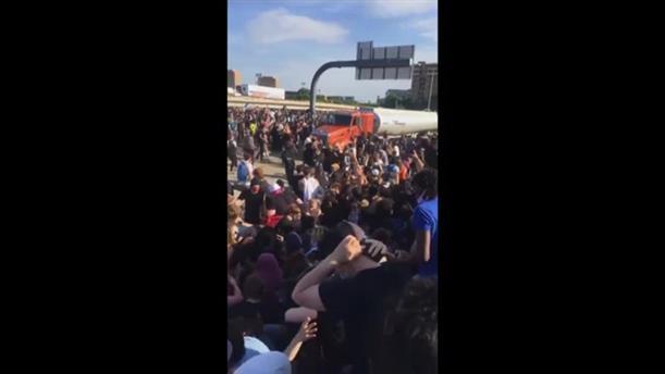 Φορτηγό έπεσε σε πλήθος διαδηλωτών στη Μινεσότα