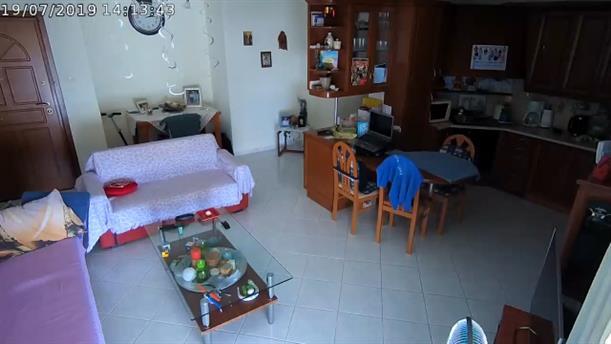 Η στιγμή του σεισμού σε σπίτι στο Νέο Ηράκλειο