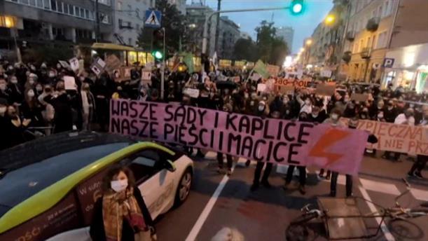 Πολωνία: Διαδηλωτές υπέρ της άμβλωσης απέκλεισαν τους δρόμους
