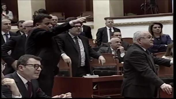 Αλβανία: Επίθεση με μελάνι στον Έντι Ράμα μέσα στην Βουλή