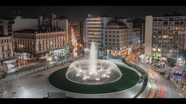 Εγκαίνια στην πλατεία Ομονοίας με το εντυπωσιακό σιντριβάνι