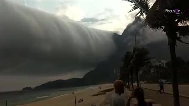Πανικό προκάλεσε σε παραλία του Ρίο ένα σύννεφο που έμοιαζε με ανεμοστρόβιλο