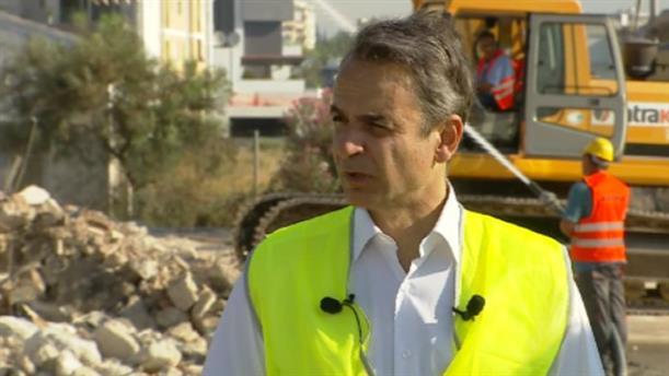 Ο Κυριάκος Μητσοτάκης στο Ελληνικό για την έναρξη εργασιών κατεδάφισης