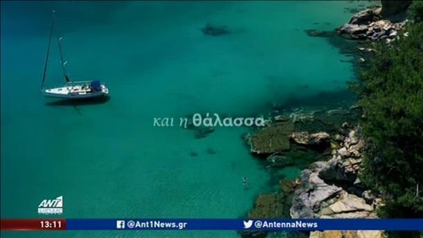 Μαζικές αφίξεις αεροπλάνων και πλοίων με τουρίστες