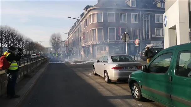 """Aυτοκίνητο έπεσε πάνω σε διαδηλωτές των """"κίτρινων γιλέκων"""""""