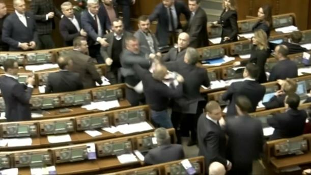 Ξύλο στη Βουλή της Ουκρανίας