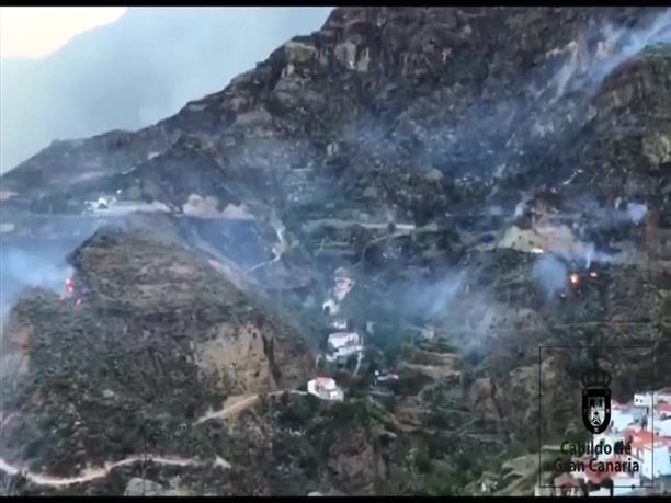 Φωτιά απειλεί κατοικημένη περιοχή στις Κανάριες Νήσους