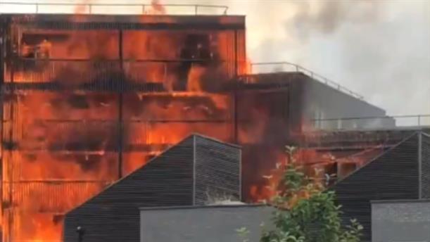 Βίντεο από την φωτιά σε κτηριακό συγκρότημα στο Λονδίνο