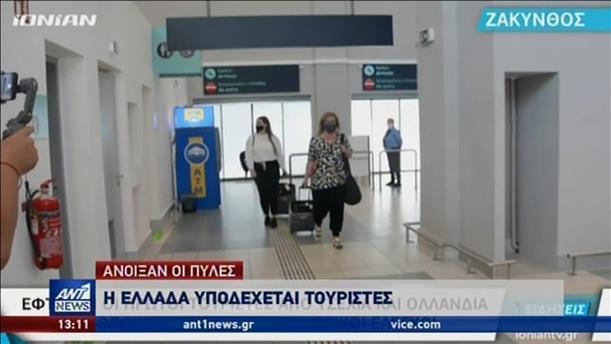 Συνεχίζονται οι αφίξεις τουριστών σε αεροδρόμια και λιμάνια σε ολόκληρη τη χώρα