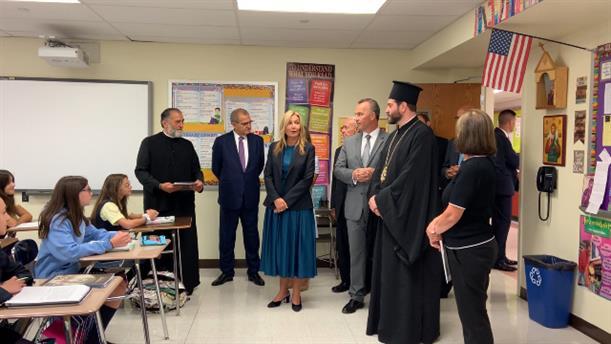 Η Μαρέβα Μητσοτάκη σε Ελληνοαμερικάνικο σχολειο του Αγίου Νικόλαου στο Φλασινγκ του Κουίνς
