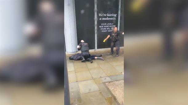 Επίθεση με μαχαίρι σε εμπορικό κέντρο στο Μάντσεστερ