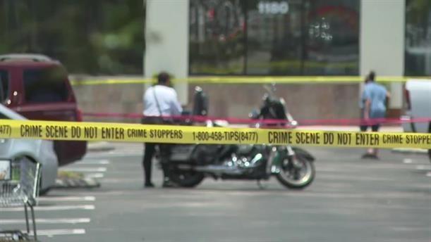 Ένοπλος σκότωσε μία μητέρα και ένα νήπιο και αυτοκτόνησε