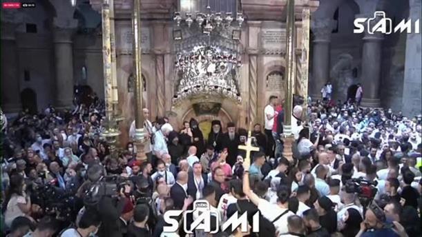 Ιεροσόλυμα: Βγήκε το Άγιος Φως από τον Πανάγιο Τάφο