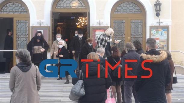 Θεοφάνια: Πλήθος κόσμου στη Μητρόπολη Καλαμαριάς