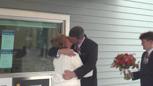 ΗΠΑ: Παντρεύτηκαν μέσω drive through