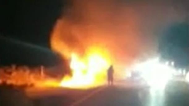 Κρήτη: νταλίκα τυλίχθηκε στις φλόγες