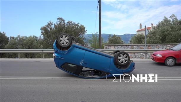 Αυτοκίνητο προσέκρουσε σε τοίχο και αναποδογύρισε