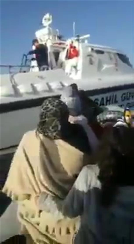 Σκάφος του τουρκικού λιμενικού εμβολίζει βάρκα με πρόσφυγες