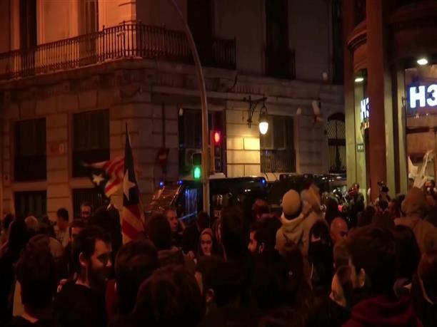 Συγκρούσεις διαδηλωτών με την Αστυνομία στην Καταλονία