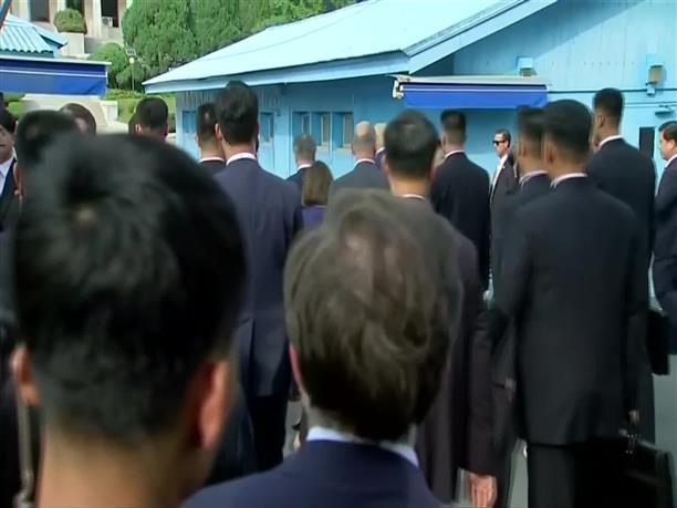Επέστρεψε στην Βόρεια Κορέα μετά τη συνάντησή του με τον Τραμπ ο Κιμ Γιονγκ Ουν