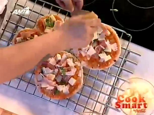 Πίτσα με ελληνικές πίτες