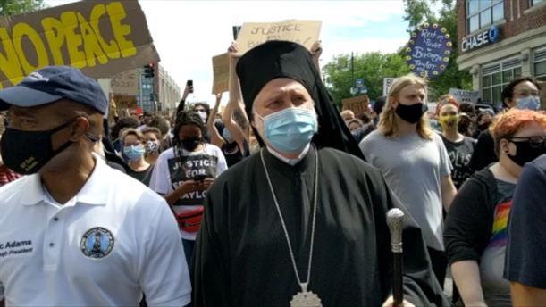 Ο αρχιεπίσκοπος Αμερικής Ελπιδοφόρος, στις πορείες της Νέας Υόρκης
