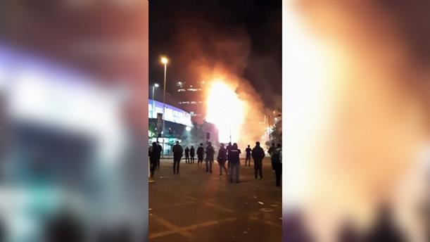 Φωτιά σε κτίριο εν μέσω μαζικών διαδηλώσεων στη Χιλή