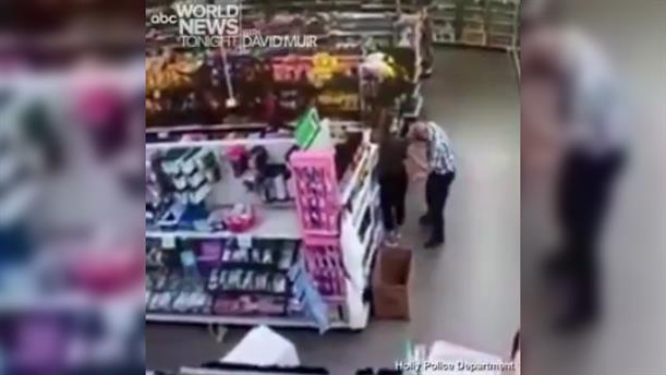 Κορονοϊός: Σκούπισε τη μύτη του πάνω σε υπάλληλο που του είπε να βάλει μάσκα