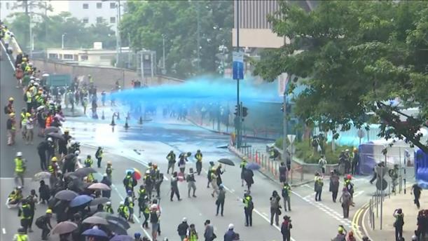 Συγκρούσεις αστυνομικών και διαδηλωτών στο Χονγκ Κονγκ