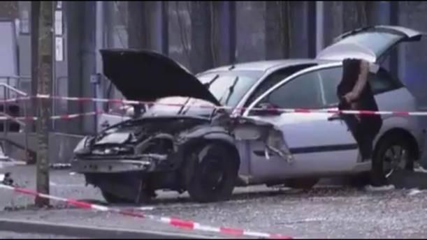 Αυτοκίνητο έπεσε πάνω σε πεζούς σε στάση λεωφορείου στην Γερμανία
