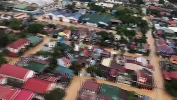 Πλημμύρες από τον τυφώνα στις Φιλιππίνες